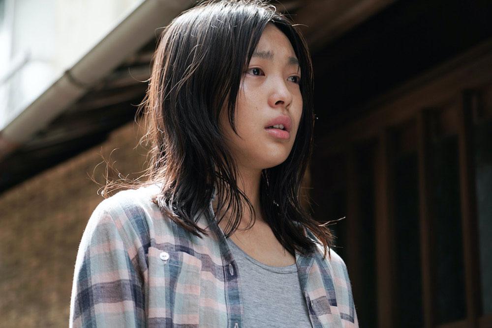 和歌山を舞台に若い男女の切ない逃避行を描いた映画『ソワレ』で注目の芋生悠。公開に先駆け特別映像が解禁