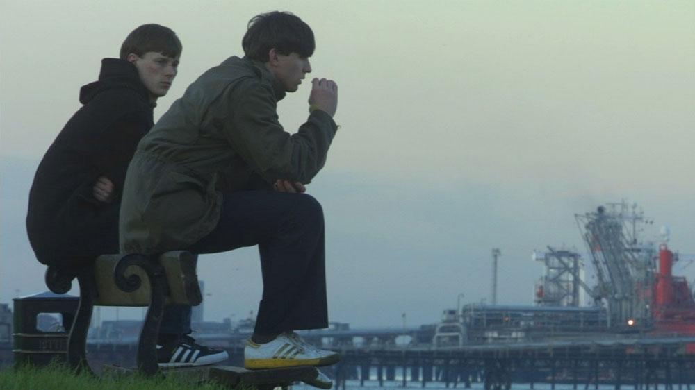 本国公開から11年を経てようやく日本で劇場公開される『アウェイデイズ』。70年代後半、英国の若者たちの凶暴なる青春譚