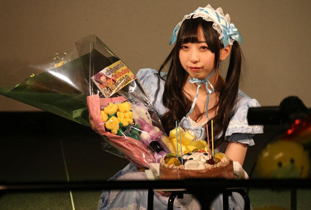 「CRAYONS」メンバー「小林千耶美」の18歳記念の生誕ライブが開催。念願のプリティロリータ衣装で愛を振りまく!