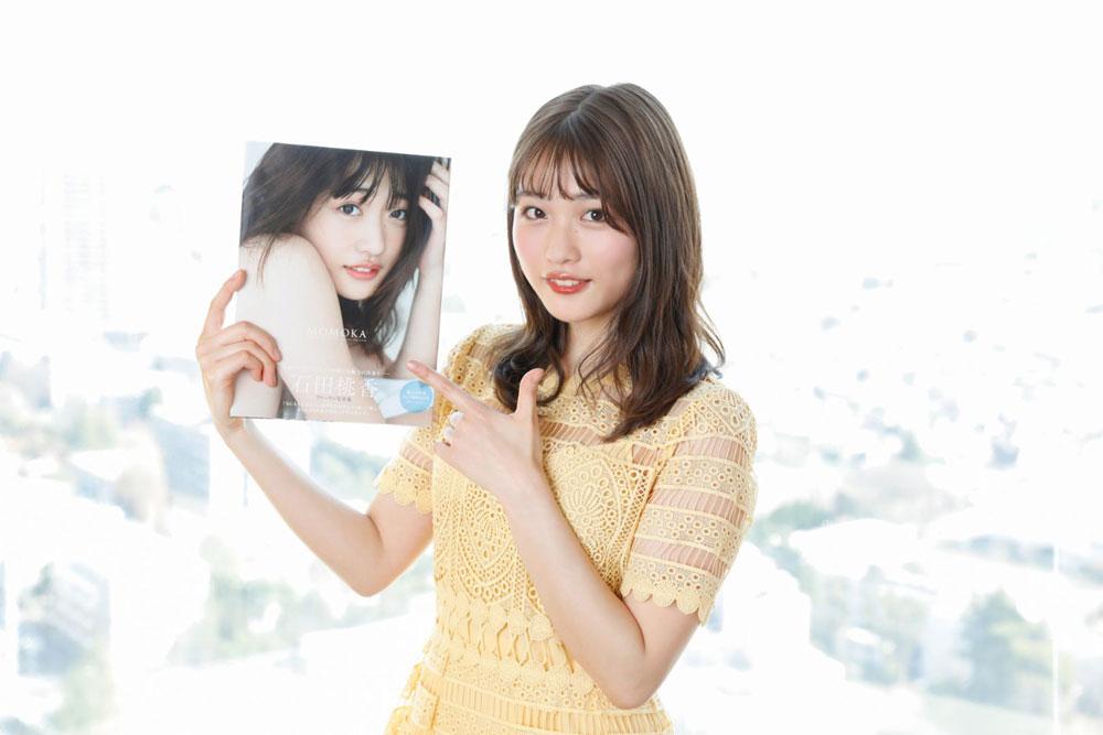 「石田桃香」、ファースト写真集『MOMOKA』の発売記念ネットサイン会を開催