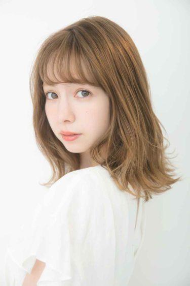 モデルの「柴田あやな」が、雑誌『ar』で大人っぽい「服映えランジェリー」を披露