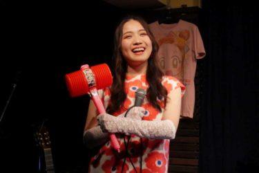 令和の歌姫「町あかり」が、昭和の名曲を歌い継ぐオンラインライブを4月29日にYouTube上で開催。コテコテ「原田和典」がゲストで登場